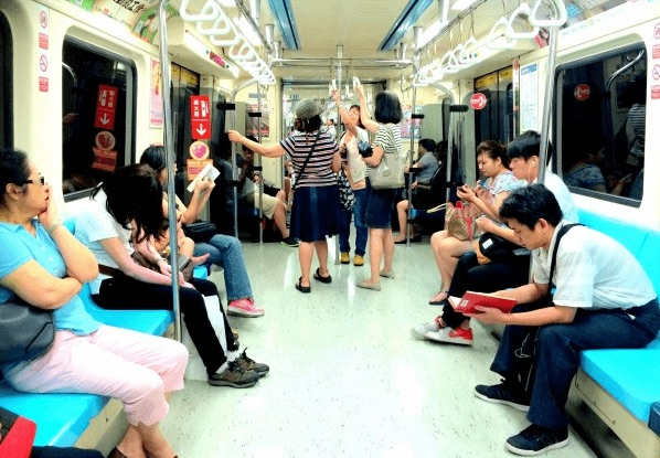 Taipei metro and travellers